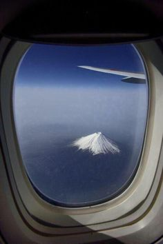 Mount Fuji, Japan through an airplane window. Photo by by Vladimir Zakharov. Airplane Photography, Travel Photography, Airplane Window View, Mont Fuji, Hiroshima Japan, Destination Voyage, Corsica, Photo Instagram, Nice View