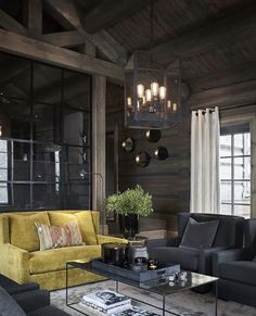 Un canapé jaune fait la différence dans un chalet en Norvège - PLANETE DECO a homes world House Design, Modern Lodge, House, Modern Cabin Interior, Beautiful Interiors, Cabin Decor, House Interior, Dark Interiors, Cottage Interiors