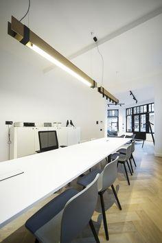 MR BEAM | AFFINIMMO office Gent by DETAIL #detail #detailconcept #officedesign #design #dark #darlings #MrBeam #Tuki60 #Tukiontrack #rondL #affinimmo pics Dekeijser K #project #gent BE