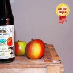 Apfel-Holunderbeersaft - Die Mischung aus #Apfel und #Holunderbeere macht diesen leckeren #Saft so interessant. Das liegt nicht zuletzt an der gehörigen Portion Vitamin C, die in den schwarz-roten Beeren und den knackigen Äpfeln steckt, sondern vor allem daran, dass die Zutaten erntefrisch verarbeitet werden. Ein besonderes Geschmackserlebnis für Groß und Klein von den #Obstanlagen #Mönchhof!