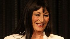 Anjelica Huston. dek