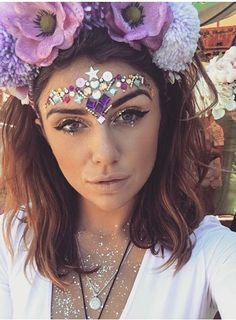 Festival glitter and jewels . rave outfits in Festival Coachella, Rave Festival, Festival Hair, Festival Costumes, Festival Outfits, Festival Fashion, Festival Looks, Tattoo Stickers, Ibiza