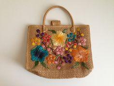Sac de sac à main panier raphia brodé Vintage par lovewildevintage