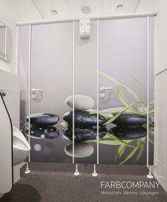 Wandgestaltung. Natürliche Motive bringen frische Farben und Wellnesscharakter in diese individuell gestalteten Toiletten. Mit ein paar passenden Accessoires wirkt das Design unaufdringlich und lädt zum Wohlfühlen ein.