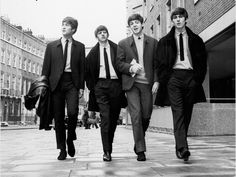An poster sized print, approx mm) (other products available) - THE BEATLES. <br>From left to right: John Lennon, Ringo Starr, Paul McCartney, and George Harrison. - Image supplied by Granger Art on Demand - poster sized print mm) made in the UK Poster Dos Beatles, Beatles Art, Beatles Songs, The Beatles, Beatles Guitar, Ringo Starr, Pop Rock, Rock And Roll, John Lennon