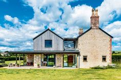 Old cottage extension exterior timber cladding stone Building Extension, Roof Extension, Extension Ideas, Extension Costs, Cedar Cladding, House Cladding, Stone Cladding Exterior, Contemporary Cottage, Modern Cottage
