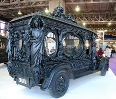 What does your dream Victorian Age hearse look like? Classic or contemporary, chic or intricate, these 20 Victorian hearses are both beautiful and creepy. Madrid, Weird Cars, Memento Mori, Old Cars, Antique Cars, Hand Carved, Classic Cars, Monster Trucks, Art Pieces
