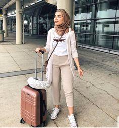 Modern Hijab Fashion, Street Hijab Fashion, Muslim Fashion, Fashion Outfits, Women's Fashion, Fashion Trends, Hijab Casual, Hijab Chic, Ootd Hijab