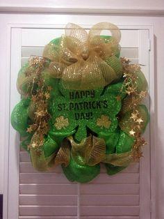 St Patrick's Day Wreath  Happy St Patrick's @MissMandalas at #stpartrick #doorhangers #wreath
