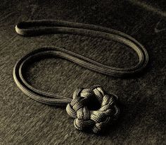 Stormdrane's Blog: Single strand paracord star knot...