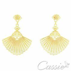 ✨ Brinco Leque Petit folheado a ouro, tipo leque tamanho médio, com garantia.  www.cassie.com.br   ╔═══════════════════╗  #Cassie #semijoias #acessórios #moda #fashion #estilo #inspiração #tendências #trends #prata #sãopaulo #love #pulseirismo #zirconias #folheado #dourado #berloques #charms # #brincoleque