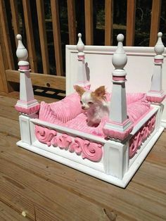 20 Modern Pet Beds, Design Ideas for Small Dogs - My little Chihuahua Calli would look so cute sleeping on this!she sleeps with me! Princess Dog Bed, Princess Puppies, Princess Room, Diy Dog Bed, Diy Bed, Pet Beds Diy, Puppy Beds, Doggie Beds, Doggies