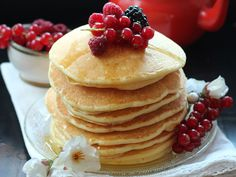 Vous aussi, vous adorez le dimanche parce que c'est le jour des pancakes ? On a testé pas mal de recettes et on a trouvé celle qui est dingue et moelleuse...