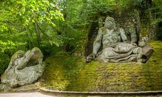 Discover The Monsters of Bomarzo in Bomarzo, Italy: A horror show built in a lovely Italian garden. Strange Places, Mysterious Places, Italian Garden, Italian Courtyard, Haunted Woods, Spanish Painters, Horror Show, Land Art, Garden Art
