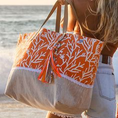 New patchwork clothes diy ideas 22 Ideas Sewing Clothes, Diy Clothes, Nike Air Force One, Sacs Tote Bags, Jute Bags, Orange Bag, Patchwork Bags, Fabric Bags, Casual Bags