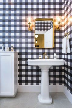 gingham wallpaper guest bathroom | preppy home ideas