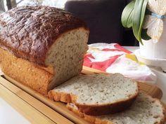 Bröd med chiafrön som gör brödet saftigt och tillför bland annat omega-3, antioxidanter och mineraler. Brödet håller sig saftigt och gott i flera dagar. Gluten Free Recipes, Healthy Recipes, Swedish Recipes, Something Sweet, Bread Baking, Food For Thought, Lchf, Free Food, Banana Bread