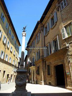 Urbino: Vittorio Veneto Street - Marche, Italy