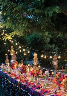 I sommar dukar vi bordet med säsongens färger, former och detaljer. Tänk utanför ramarna och nyttja naturens resurser.
