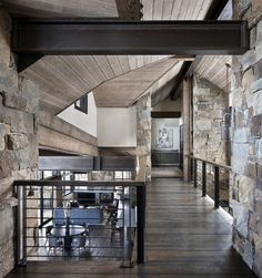 Incredible mountain modern dwelling offers slope-side living in Montana - - This mountain modern dwelling was designed by Centre Sky Architecture, located in the community of Moonlight Basin in Big Sky, Montana. Mountain Home Interiors, Modern Mountain Home, Cabin Interiors, Mountain Homes, Design Exterior, Home Interior Design, Stone Interior, Luxury Interior, Beautiful Houses Interior