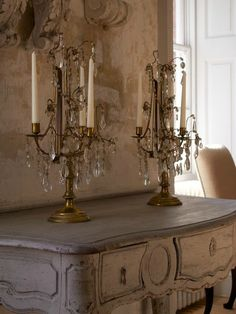 French style shabby and lovely! French Interior, French Decor, French Country Decorating, Home Interior, French Country Cottage, French Country Style, Crystal Candelabra, Crystal Chandeliers, Piece A Vivre
