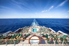 Morze Karaibskie z najwyższego pokładu linowca Queen Mary 2. Caribbean Sea from the oceanliner Queen Mary 2 top deck.  Visit: www.photoartstudio.pl