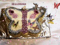 Die fliegenden Schmetterlinge wurden aus Kunststoff mit dem Gonis Schmetterlingsstanzer gestanzt und mit GoniDecor Farben bemalt. Danach mit GoniColl Klebepunkten auf Draht fixiert.