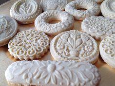 Finas, elegantes y exquisitas galletas tipo vintage de vainilla 100% de mantequilla ideales para bodas, bautizos, mesas de dulces etc... 350 pesos la docena 2900 pesos la centena!!!