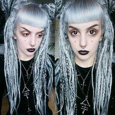 Смотрите это фото от @manicmoth на Instagram • Отметки «Нравится»: 2,524 Dark Makeup, Moth, Halloween Face Makeup, Dreadlocks, Goals, Celebrities, Instagram Posts, Beauty, Fashion