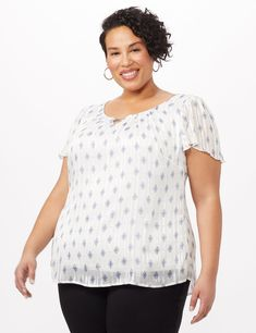 Diamond print blouse with lurex sparkle all over. The suttle ribbons of lurex throughout the blouse give the hint of sparkle you need for a sunny day. Short sleeves Lorex sparkle Fully lined Long Jillian is and wears a Human Body Art, Queen Size Quilt, Printed Blouse, Plus Size Tops, Flutter Sleeve, Ribbons, Short Sleeves, Sparkle, Tunic Tops