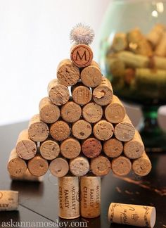 Wine Cork Christmas Tree - Homemade Wine Cork Crafts, http://hative.com/homemade-wine-cork-crafts/,