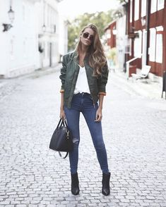 Bowling Outfit Ideas Pictures picture of a green bomber jacket a white t shirt ripped Bowling Outfit Ideas. Here is Bowling Outfit Ideas Pictures for you. Bowling Outfit Ideas what to wear for a night out when its cold popsugar fashion. Look Fashion, Autumn Fashion, Fashion Outfits, Net Fashion, Fashion Blogs, Street Fashion, Trendy Fashion, Fashion Ideas, Fashion Trends