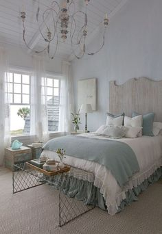Gorgeous 80 Modern Farmhouse Style Bedroom Decor Ideas https://wholiving.com/80-modern-farmhouse-style-bedroom-decor-ideas