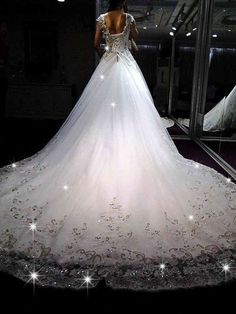 If you're searching for a wedding dress that'll turn heads and drop your groom's jaw to the floor, then look no further than these incredible wedding dresses!I've seen a lot of beautiful wedding dresses in my day, but I can't think of another collection as delightfully daring as this one! Ready to swoon? Once you […]