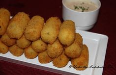 Croquetas de patata - potato croquettes. Crunchy on the outside, melt-in-your-mouth-marvellous on the inside...!
