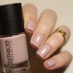 handstands & glitter: [Lacke] Catrice - Nude Purism - Taupe-less