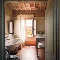 Une salle de bain ancienne entre modernité et authenticité - Marie Claire Maison