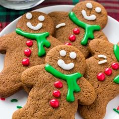 These gingerbread men cookies have soft centers and crispy edges. Then they're filled with brown sugar, molasses & warm spices for the perfect gingerbread flavor. Soft Gingerbread Cookie Recipe, Gingerbread Man Cookies, Gingerbread Men, Decorating Gingerbread Cookies, Cookie Desserts, Cookie Recipes, Christmas Baking, Christmas Cookies, Christmas Recipes