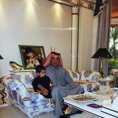 Abdullah bin Maktoum bin Rashid Al Maktoum con su padre, Maktoum bin Rashid bin Saeed Al Maktoum. Vía: wafaamhm
