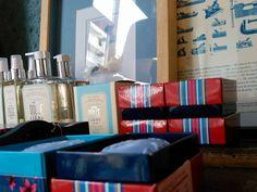 #mercadoloftstore #umseisum #porto #vionnete #candle #vela #sabonete #soap #reflex #painting #unique #pintura #poster #print #classic #geometry #blue #elements #decor #store #shop #decorstore #interior