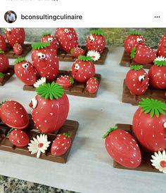 Chocolate Showpiece, Chocolate Art, Chocolate Gifts, Homemade Chocolate, Chocolates, Chocolate Sculptures, Sushi Art, Summer Cakes, Chocolate Decorations