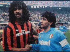Gullit (Milan) e Maradona (Napoli) Pure Football, Football Icon, Best Football Players, Football Is Life, Retro Football, World Football, Football Pictures, Vintage Football, Sports Pictures