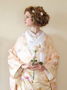 アクア・グラツィエがセレクトした、和装、四季の園(ウチカケ726 ピンク)をご紹介いたします。