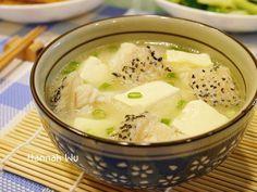 新鮮魚肉和滑嫩豆腐搭配味噌烹煮 , 湯頭鮮美濃郁 , 寒冷冬夜 , 煮鍋熱湯 , 和家人共享暖呼呼的幸福美味 !