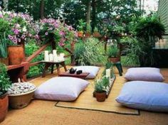 déco de terrasse en bois avec des coussins