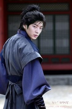 http://dessire-of-the-soul.blogspot.com.es/2008/06/asianhot-lee-joon-ki-para-morirse.html