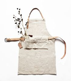 Canvas and leather apron, with adjustable and detachable straps (perfect for washing!).