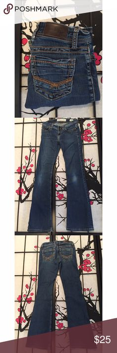 BKE Stella Stretchy Boot Cut Jeans Measurements - Waist 13 1/2 / Inseam 32in / Length 39in In beautiful like new condition!  Buckle Jeans Boot Cut
