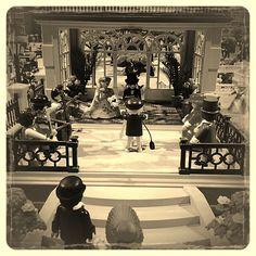 Domingo de boda en el #museo de #Fuengirola... La verdad es que el diorama #victoriano está alucinando a todo el que lo ve. Los #clicks de #playmobil causan furor... #Click #FuengirolaClicks #aviary