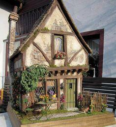 Dollhouse Miniature dollhouse by CDHM Artisan Karin Caspar of KC-Design, Village Houses, Play Houses, Doll Houses, Fairy Garden Houses, House Gardens, Fairy Gardens, Mini Doll House, Storybook Cottage, Miniature Houses